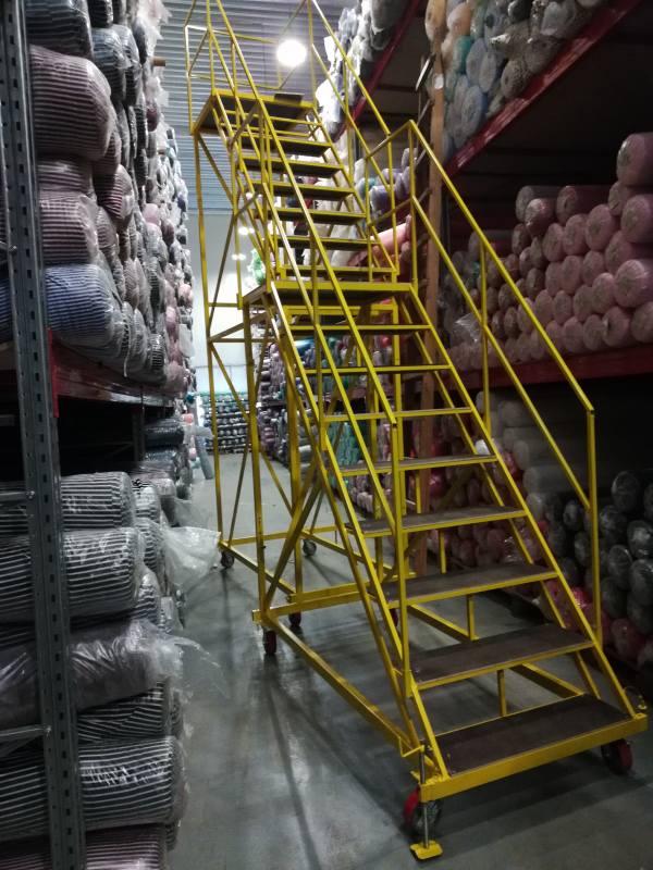 Передвижная лестница для склада